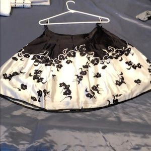 Black and White Printed %100 Silk Skirt
